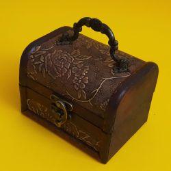 Dřevěná truhlička 32
