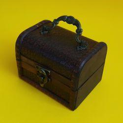 Dřevěná truhlička 38